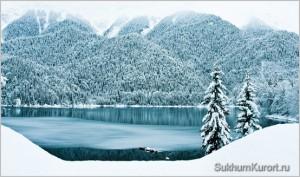 Озеро Рица зимой